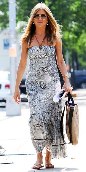 BREEZY MAXIDRESSES photo | Jennifer Aniston